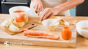 жена-реже-готви-морков-ябълка-300x169