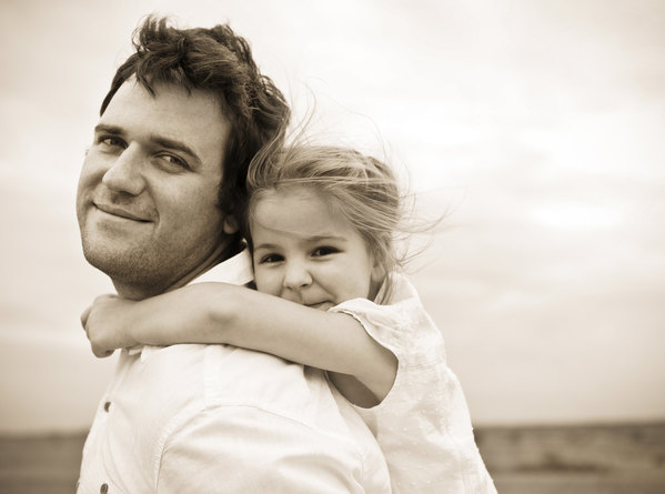 father_daughter_sepia_f_improf_600x445