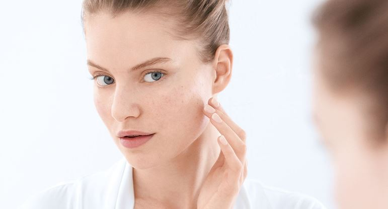 Eucerin-INT_DermoPure_Article_610-blemished-skin_00header